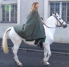 Diane sur son fidèle cheval blanc